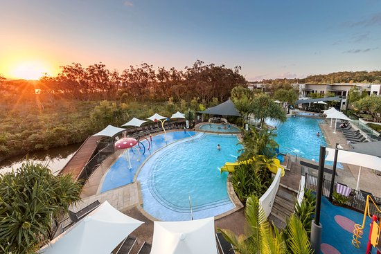 RACV Noosa Resort: Heated pools at sunset