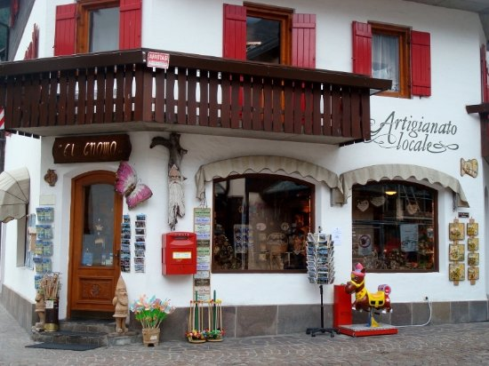 """Alleghe, Italie : Il negozio """"El Gnomo"""""""
