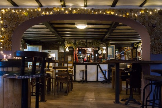 The Farmers Boy Pub and Restaurant: Dine and relax in our dining or reception lounge.