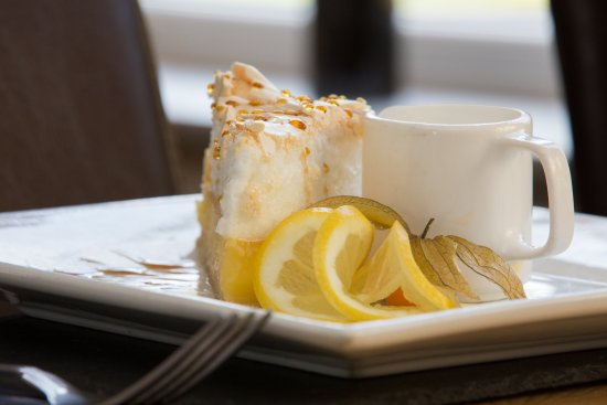 The Farmers Boy Pub and Restaurant : Lemon meringue with clotted cream