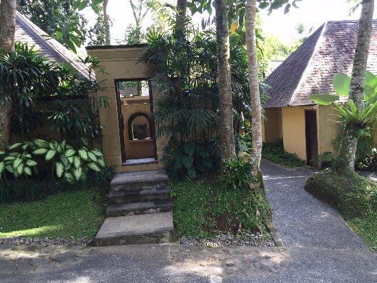 Komaneka at Tanggayuda: Entrance to Villa(room)