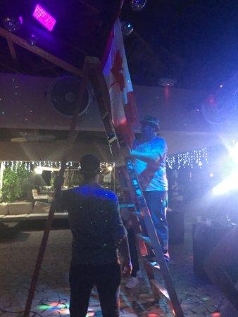 Club Med Turkoise, Turks & Caicos: On enlève les décors durant la soiree et les tables restent sales des heures durant