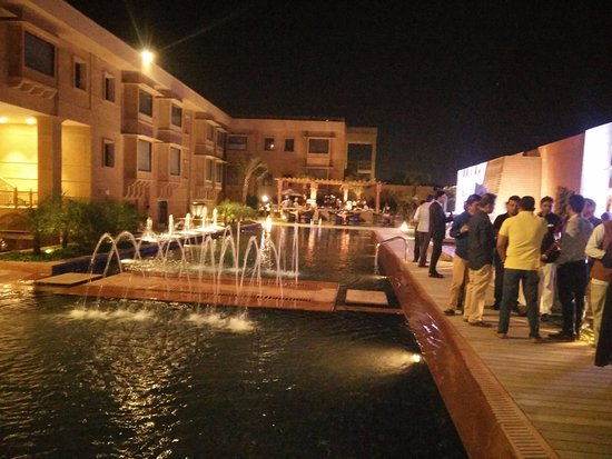 Pool Side Area Picture Of Jaisalmer Marriott Resort Spa Jaisalmer Tripadvisor