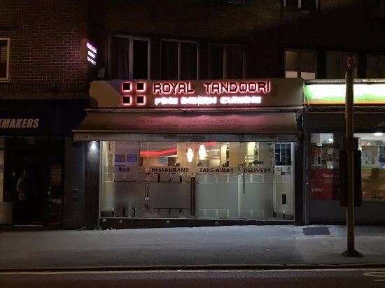 Whyteleafe, UK: Shop front