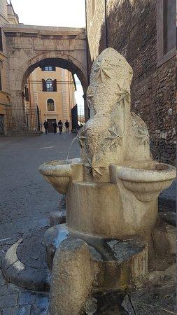 Fontana dei Monti