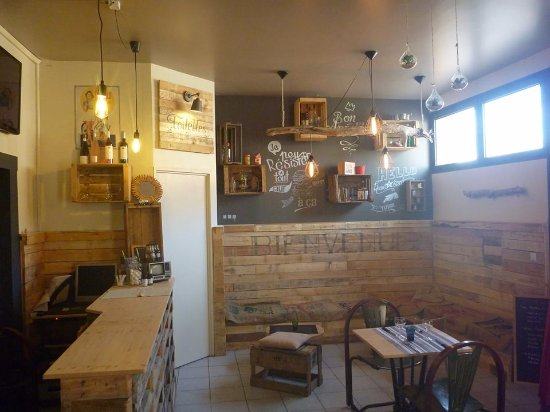 Nouvelle déco ! - Picture of Snack La Source, Saint-Cyprien ...
