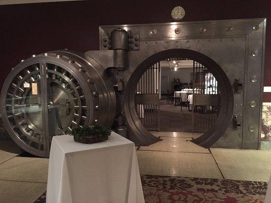 Photo private vault