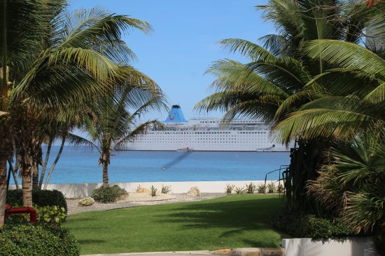 George Town, Grand Cayman: Ship at anchor in the bay