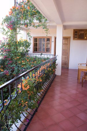 Posada de los Volcanes : 2nd floor common balcony