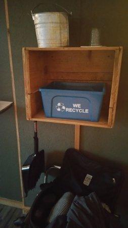 Long Beach, Waszyngton: Do it yourself housecleaning corner.