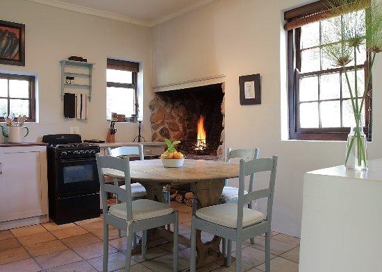Overberg District, Sudafrica: Caracal Cottage Kitchen