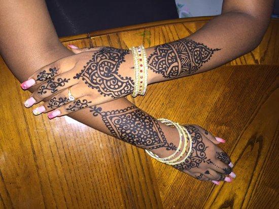 Gros Islet, St. Lucia: elegant henna