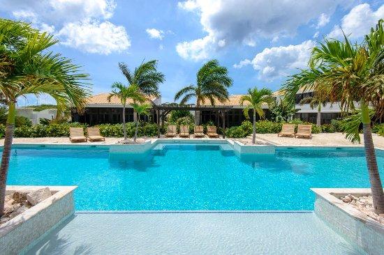 Blue Bay Curaçao Golf & Beach Resort: Garden Bungalow Pool Area
