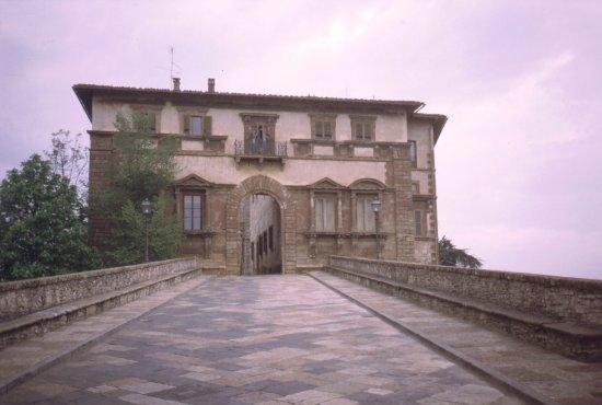Palazzo Campana: il bel palazzo rinascimentale