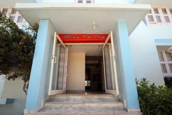 Hotel Blue Valley: main door