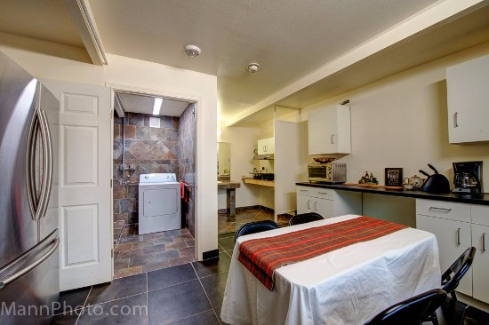 "Whispering Palms Inn: Kitchen and laundry room reserved for patients of the 'HOPE WELLNESS CENTER"" in Acuna- long stay"