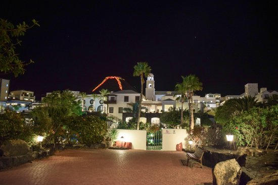 Hotel THe Volcan Lanzarote: This shows the marina entrance and the how the hotel looks from outside