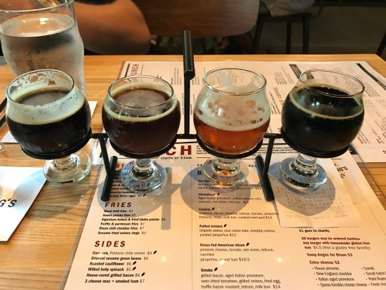 Fielding's Wood Grill: Beer flight
