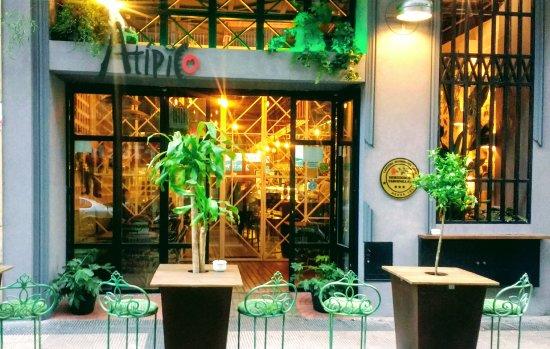 Atipico zaragoza restaurant reviews phone number for Luxury hotel zaragoza