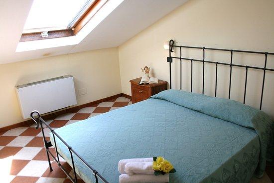 Camera da letto mansardata - Foto di Residence Villa Margherita ...