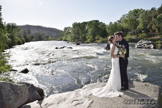 Coloma, CA: River View Wedding