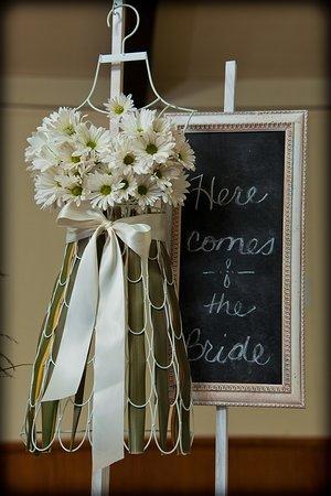 Coloma, CA: Rustic Wedding Venue