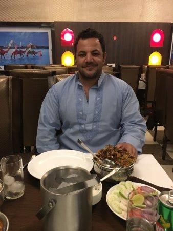 Varios platos típicos de la cocina india - Picture of Golden Street ...