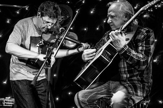 Ballincollig, Ierland: Tim O'Brien and Arty McGlynn