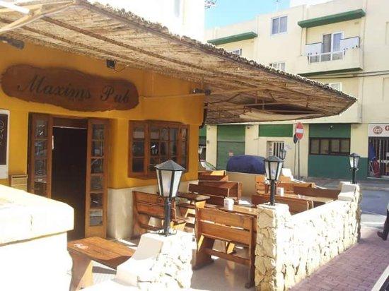 St. Paul's Bay, Malta: Maxims Pub