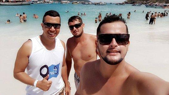 Hotel Balneario Cabo Frio: Eu e meus amigos na praia, no dia em que ficamos hospedados no hotel balneário em cabo frio.