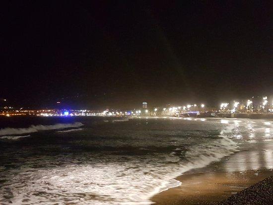 Playa de Las Canteras: Otra foto tomada de noche desde la zona de la Cicer