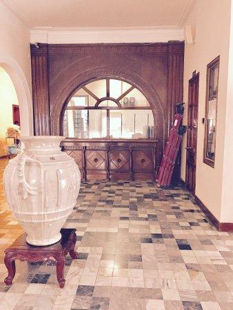 Hotel Continental Saigon: Couloir du 2ème étage