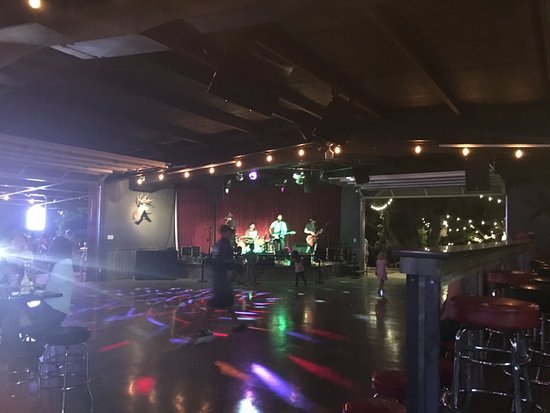 Buda, Teksas: Buck's Backyard Live Music and a dance floor