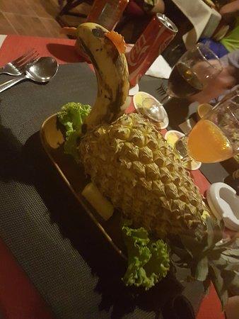 Diver's Inn Steakhouse and International Cuisine: Fried Rice inside a Pineapple