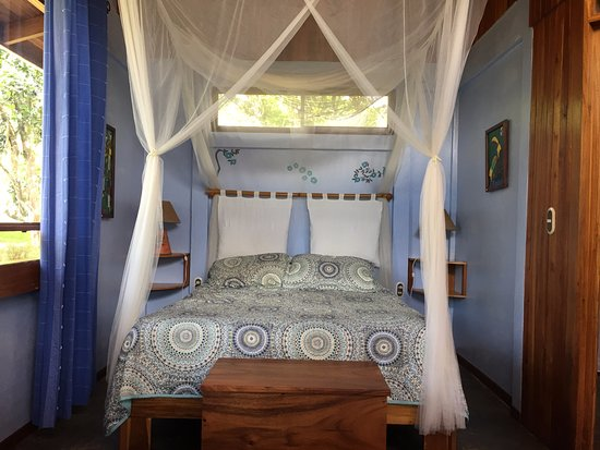 B&B Hotel Sueno Celeste: Bed in the Hummingbird cabana