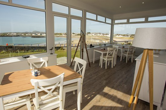 Ty Bae Bed & Breakfast: Our breakfast room overlooking main bay