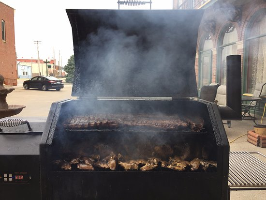 Fort Madison, IA: Smoked Ribs and Wings