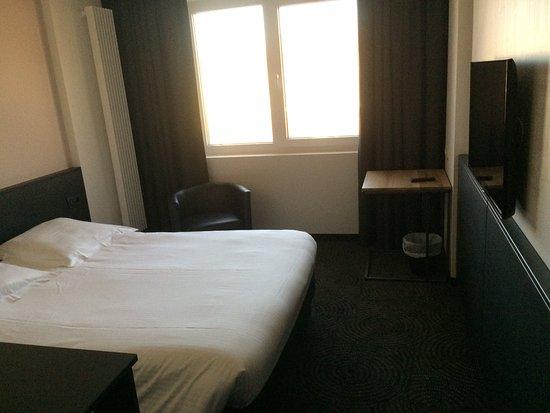 Literie très confortable - Bild von Van Belle Hotel, Anderlecht ...