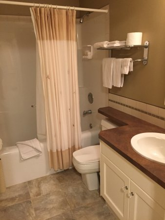 Pincher Creek, Canadá: Windsor Room ensuite - downstairs