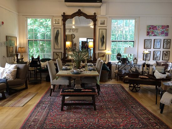 Bennington, VT: decorating pieces are available for sale as well as pottery