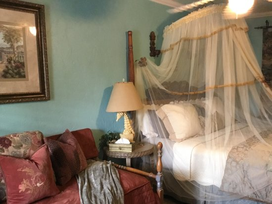 "Shamrock Historic Inn: Mediterranean guest room. King, 2 twins (sleeps up to four) 50"" flat screen, micro, fridge"