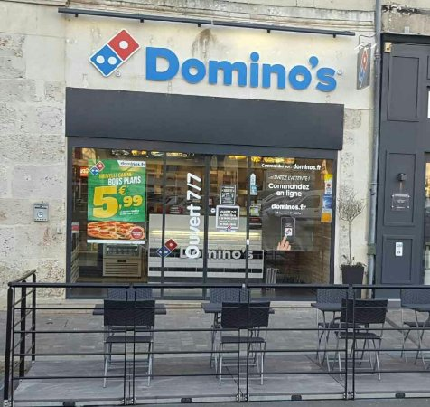 Châteaudun, France : Domino's Pizza