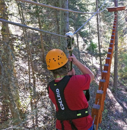 Oyama, Canada: Run the balance crossing with no hands or with handholds