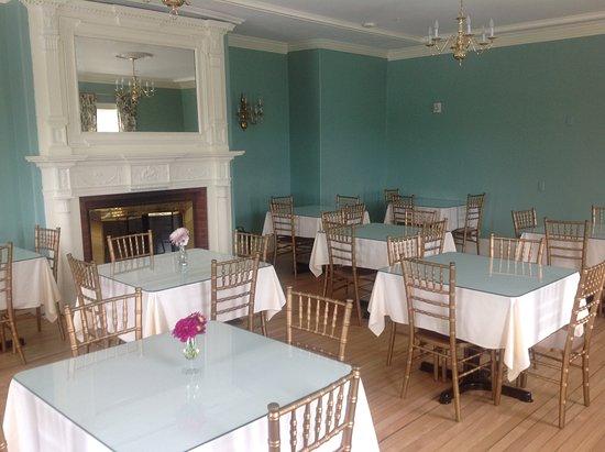 Windsor, VT: Sunny breakfast room!