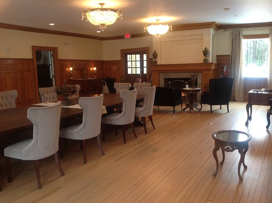Windsor, VT: Main room of the Inn