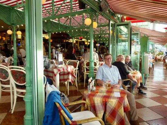 Cafe de Paris: Front of main cafe area
