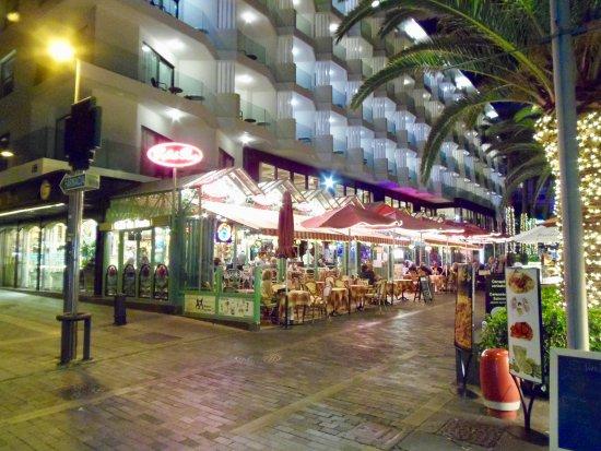 Cafe de Paris: evening