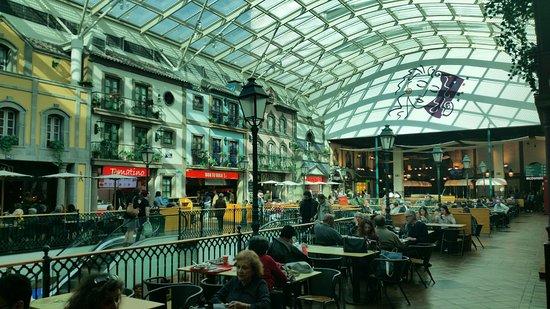 Via Catarina Shopping: Top floor of restaurants