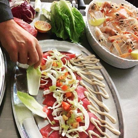 Rosora, Italia: Carpaccio di tonno pinne gialle con finocchio croccante
