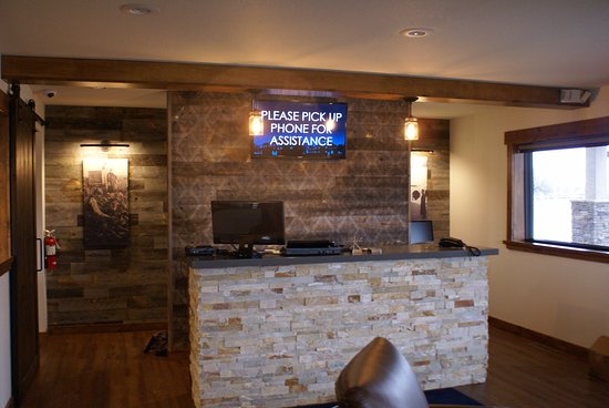 Syracuse, KS: Front Desk